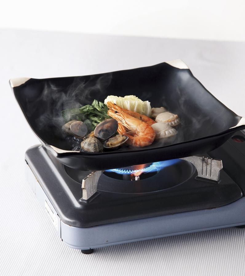 【前畑】黒釉 ほっこり鍋 約26.5×26.5×高さ5cm